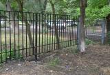 Школу в Кичменгско-Городецком районе через суд заставляют установить новый забор