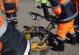 Жители Череповца закидали дорожников мусором