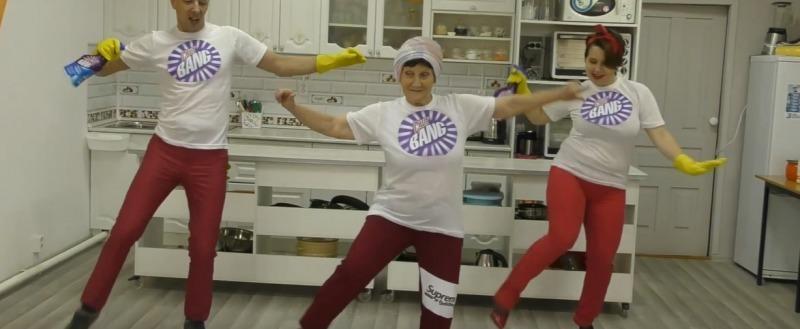 Танцующая пенсионерка из Вологодской области надеется на помощь земляков (ВИДЕО)