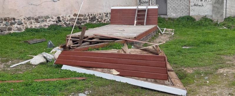 Вандалы разрушили арт-объект «дворика Ломоносова» в селе Верховажье