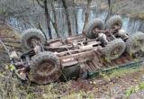 Тяжелый грузовик вылетел с трассы под Вытегрой и перевернулся
