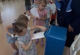 Маленькие вологжане отправили более 1,5 тысяч поздравительных открыток своим бабушкам и дедушкам