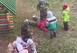Воспитательница не мешала детсадовцам избивать сверстника (ВИДЕО)