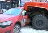 В Череповце после ДТП между пожарной машиной, автобусом и Volkswagen водитель легковушки находится в коме