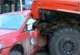 В сети появилось видео ДТП в Череповце с пожарной машиной