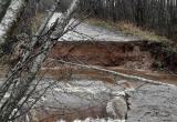 Обвал участка дороги оставил жителей деревни Конюхово и Ивановское в Устюженском районе без продуктов