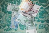"""В Соколе женщина подменила пенсионерке все сбережения на """"билеты из банка приколов"""" (ВИДЕО)"""