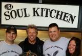 Известнейшая рок-звезда открыла 2 ресторана для малоимущих