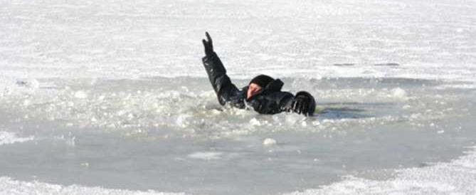 Жителей предупредили, что толщина льда на Вологде сократилась на четверть