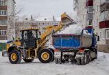Больше полусотни машин и 86 человек чистят от снега Череповец