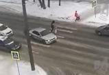Лихач в Вологде, уходя от погони от ДПС, чуть не сбил человека (ВИДЕО)
